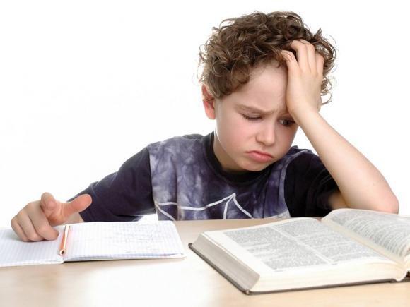 Come aiutare un figlio dislessico: esercizi da fare e consigli utili