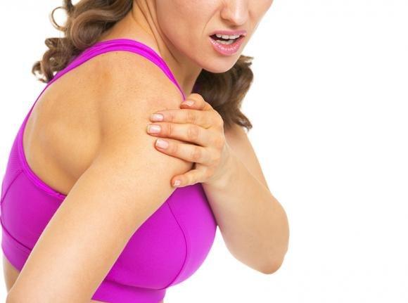 Dolore al braccio destro: cause principali e quando preoccuparsi