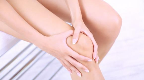 Dolore al ginocchio sinistro o destro: cause, sintomi e rimedi
