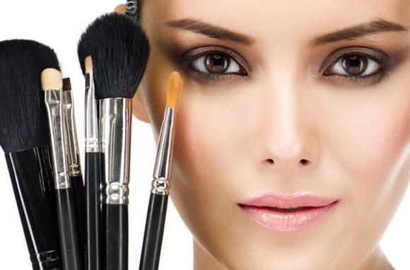 Pennelli make up: quali scegliere e come usarli correttamente