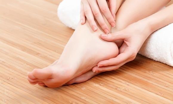 Tendinite al piede: sintomi, le cure e rimedi della nonna