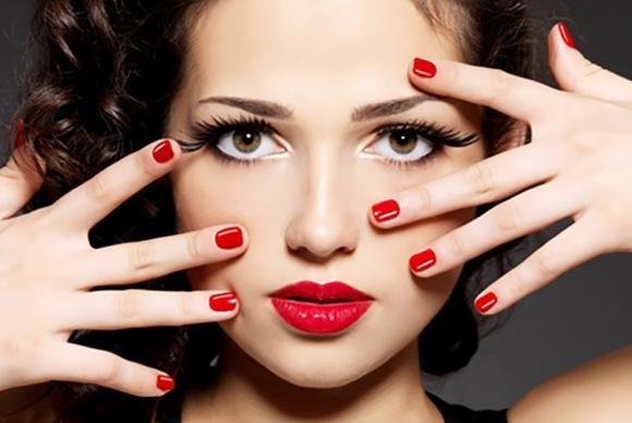 Unghie rosse: idee di nail art e alcuni consigli per abbinarle