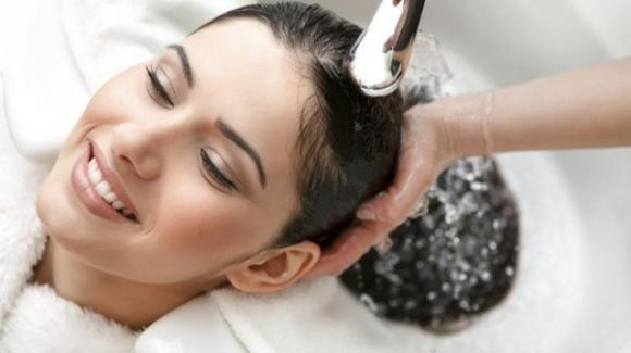 Crosticine sul cuoio capelluto: sintomo della dermatite?