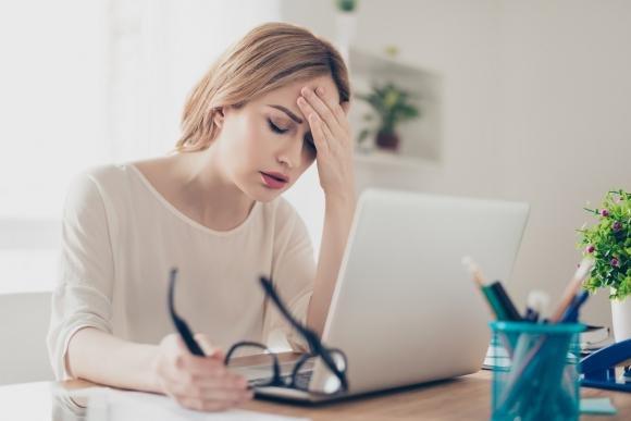 Fitte alla testa: cause principali e quando preoccuparsi
