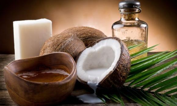 Olio di cocco per capelli: a cosa serve e come si usa correttamente