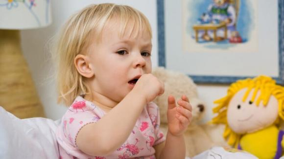 Tosse secca persistente nei bambini: cura e rimedi utili