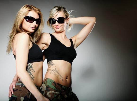 Tatuaggi tra sorelle: i simboli più significativi da tatuare insieme