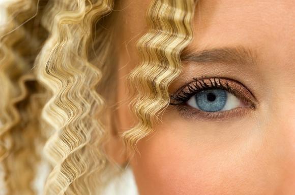 Come fare il frisee ai capelli: le tecniche e i consigli