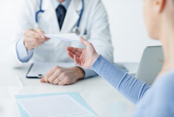 Emorroidi sanguinanti: le cause principali e cosa fare