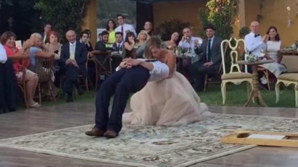 Durante il primo ballo, lo sposo si accascia all'improvviso: gli invitati restano di stucco