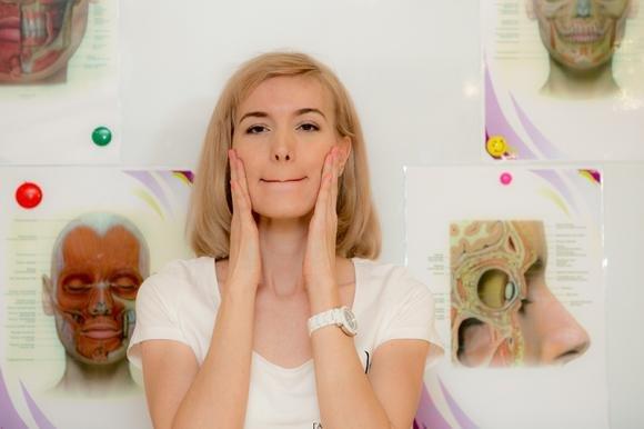 Ginnastica facciale antirughe: gli esercizi più efficaci
