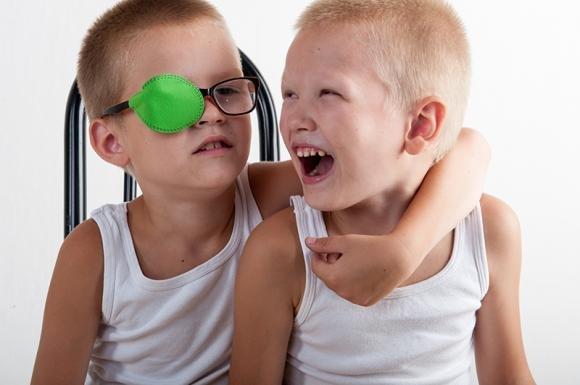 Occhio pigro nei bambini: sintomi, cause e rimedi