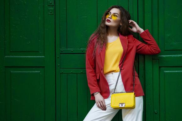 Pantaloni a vita alta: quando indossarli ed abbinamenti alla moda
