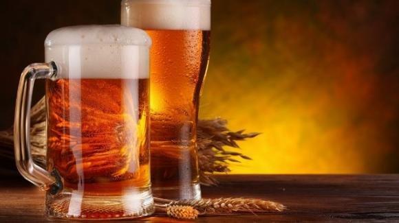 Birra: effetti, proprietà e benefici sui capelli