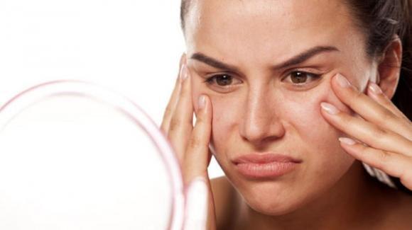 Sebo in eccesso: come eliminarlo con una perfetta pulizia del viso