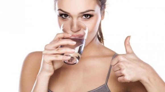 Come bere più acqua durante l'arco della giornata