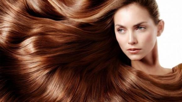 8 rimedi facili e veloci per ottenere capelli lisci, setosi e ...
