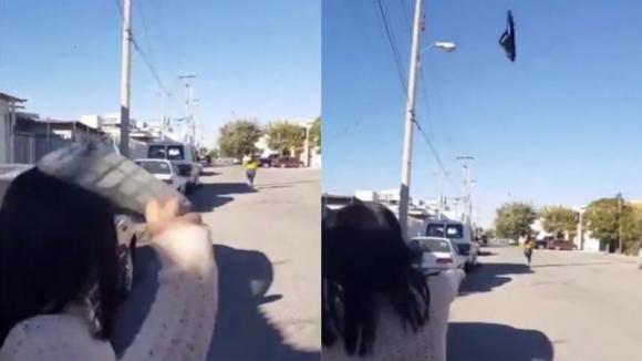 Mamma da record, colpisce la figlia con la ciabatta a 30 metri di distanza: il video diventa virale