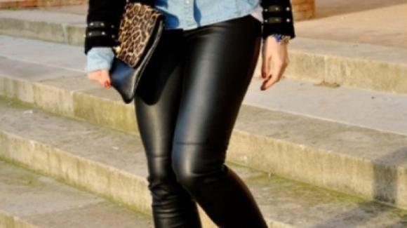 Leggings di ecopelle: come indossarli dal giorno alla sera