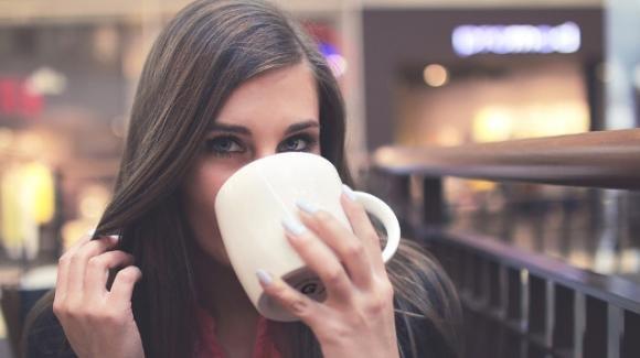 Denti sani anche dopo il caffè. Ecco come fare