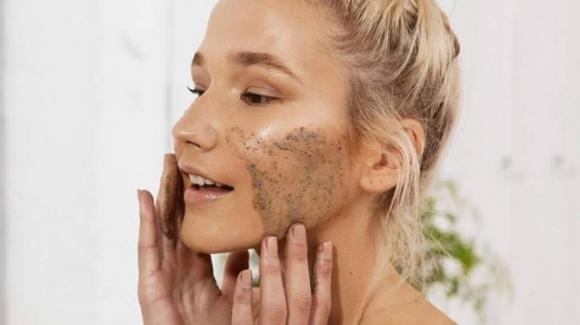 Scrub naturali per preparare la pelle all'estate