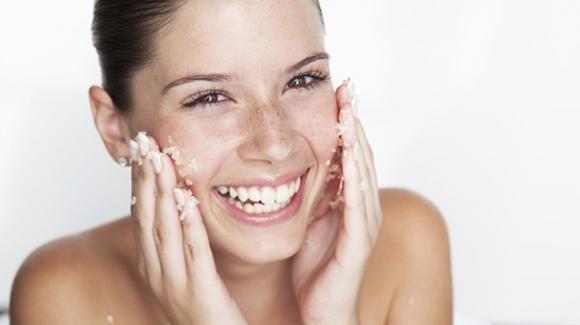 Lo scrub per il viso, un ottimo alleato per avere una pelle luminosa e rigenerata
