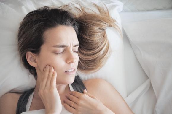 Sognare di perdere i denti: cosa significa, interpretazione del sogno e smorfia