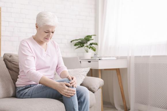 Borsite al ginocchio: sintomi, cause e rimedi efficaci