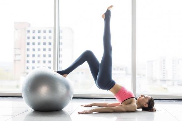 Esercizi con la palla fitball: quali sono i più efficaci