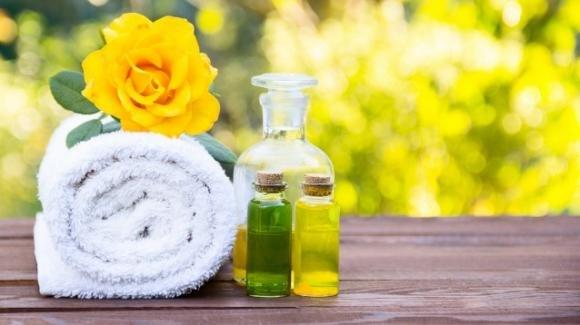 Olio essenziale di tea tree: come usarlo per la pulizia della casa