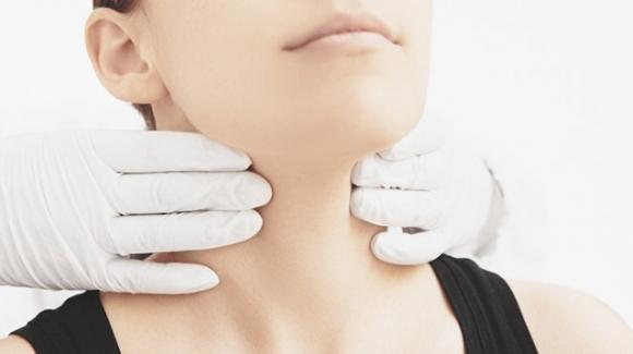 Tiroidite di Hashimoto: sintomi, dieta da seguire ed alimenti da evitare