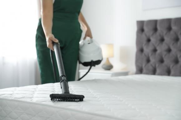 Come pulire il materasso: consigli e trucchi facili e veloci