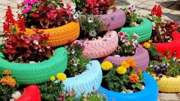 Come realizzare un vaso per fiori con un vecchio pneumatico