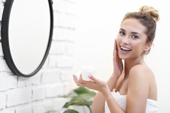 Pulizia del viso fai da te: regole, consigli e metodi efficaci