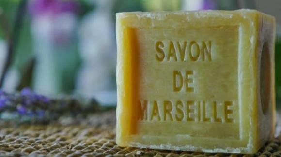 Sapone di Marsiglia: i suoi utilizzi cosmetici e domestici