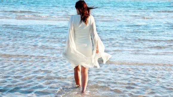 Camminare nell'acqua del mare, i suoi benefici