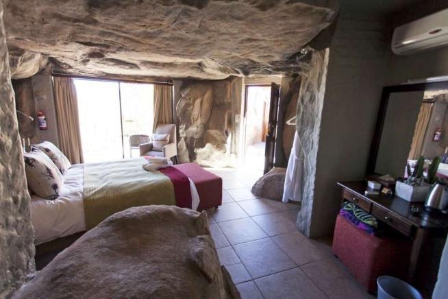 Sudafrica, hotel di lusso ma in stile Flintstone