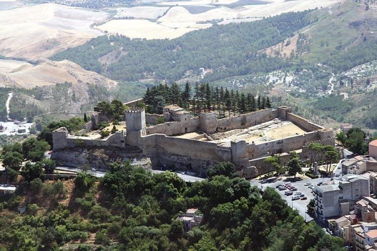 Castello di Lombardia ad Enna