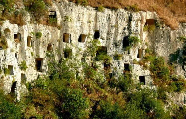 Riserva Naturale Pantalica e Valle dell'Anapo a Siracusa