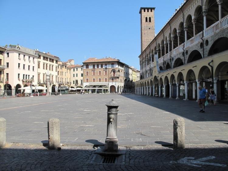 Piazza della Frutta a Padova