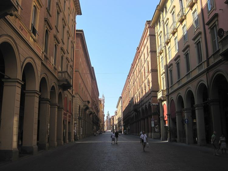 Via Indipendenza a Bologna