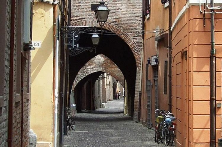 Via delle Volte a Ferrara