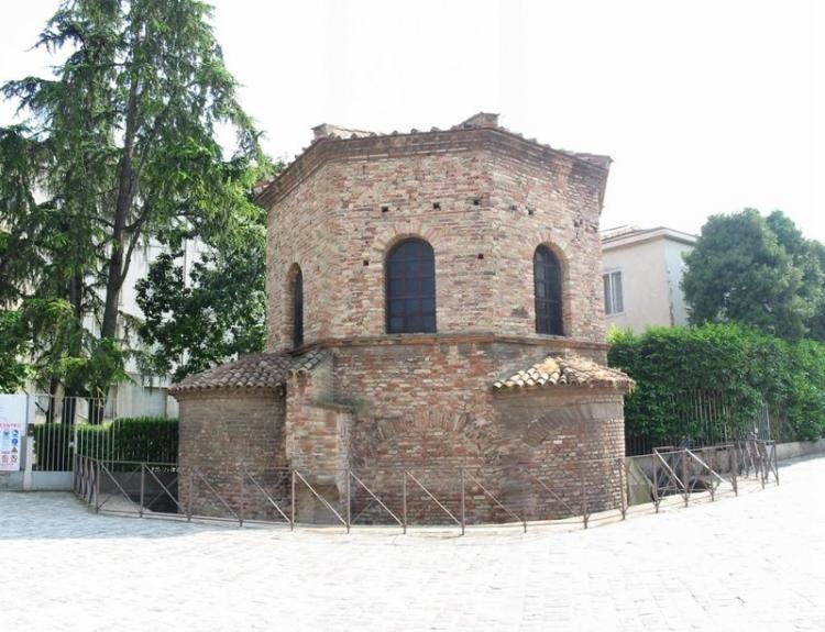 Battistero degli Ariani a Ravenna