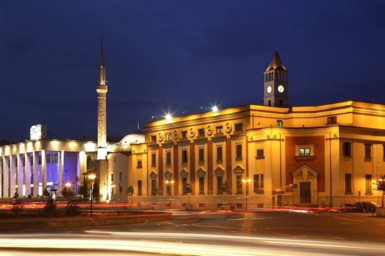 Cosa fare a Tirana di sera