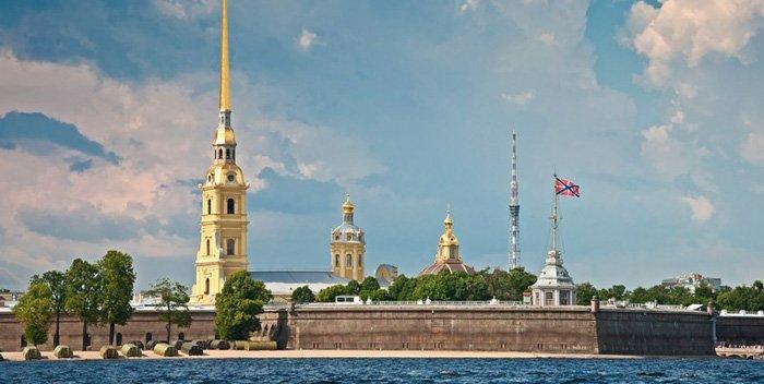 Fortezza di Pietro e Paolo a San Pietroburgo