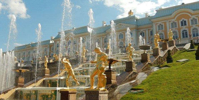 Peterhof a San Pietroburgo