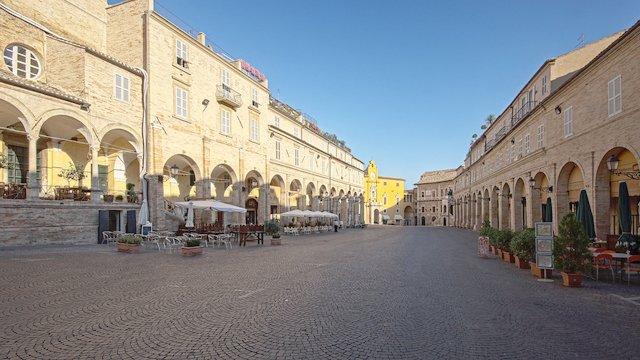 Piazza del Popolo a Fermo