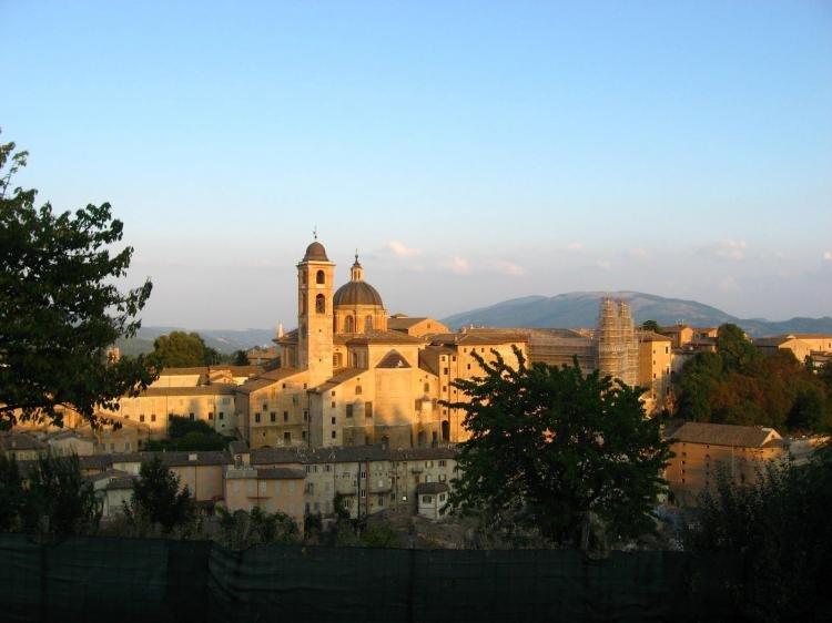 Visita alla città medievale di Urbino in tre giorni