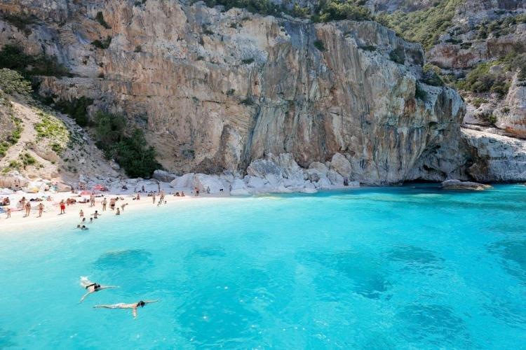 Cala Mariolu in Sardegna: spiaggia, trekking e come arrivare