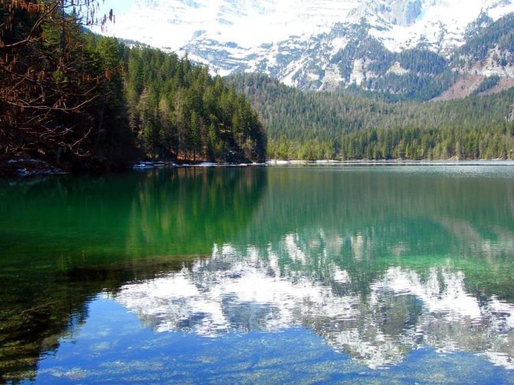 Lago di Tovel nella Val di Non in Trentino